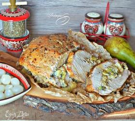 Свиная корейка, фаршированная киви и грушами