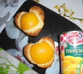 Порционный пирог с консервированными персиками