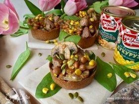 Мини-тарты с салатом из индейки и овощей