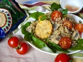 Пикантный салат из киноа и овощей
