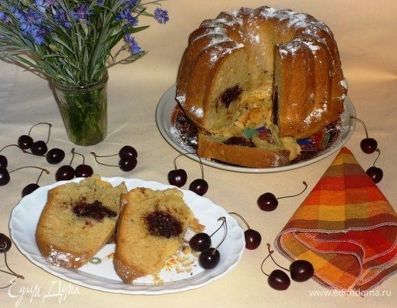 Кекс с черешней, шоколадом и орехами