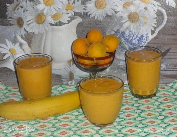 Смузи с абрикосами, бананом и мацони