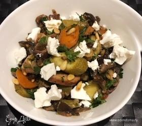Салат с баклажанами, фетой и кедровыми орехами