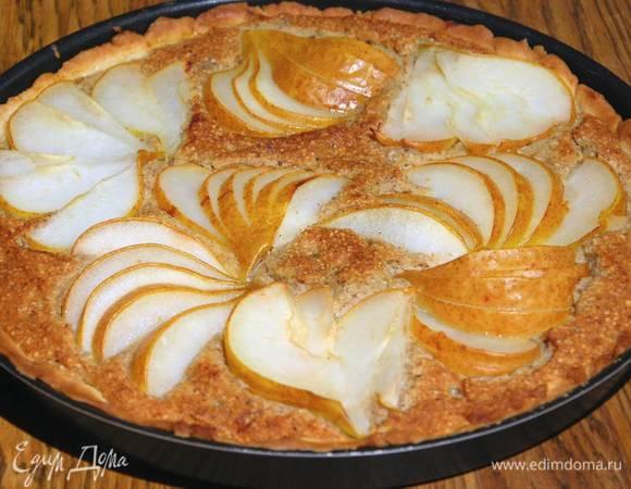 Пирог с грушами и марципаном