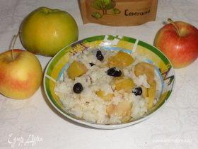 Рисовая каша с изюмом и яблоками