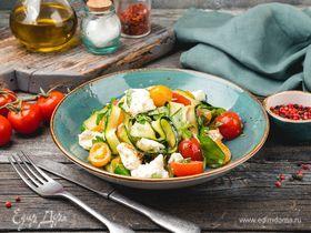 Салат с томатами, цукини и моцареллой