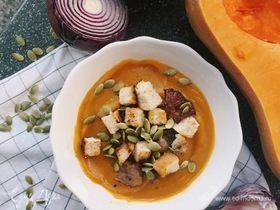 Тыквенный крем-суп с розмарином, беконом и гренками