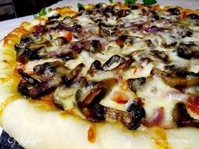 Пицца «Сочная Парма» с моцареллой, грибами и пармской ветчиной