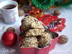 Медовое печенье с грецким орехом и черносливом