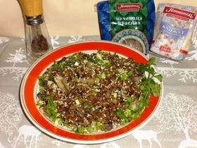 Теплый салат с чечевицей и грибами