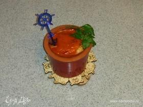 Рыбное филе, запеченное с луком и помидором под томатным соусом