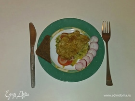 Мясо на картофельной подушке с овощами