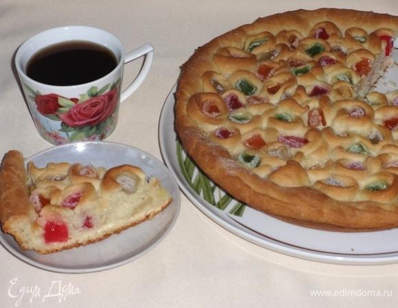 Постный пирог с мармеладом и яблоками
