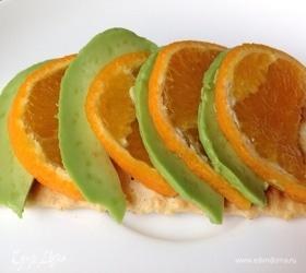 Авокадо с мандарином