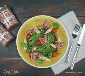 Салат со щупальцами кальмара и шпинатом