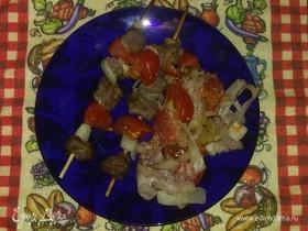 Шашлык из свинины с овощами в духовке