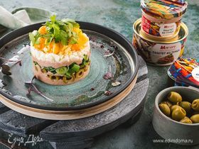 Слоеный салат с паштетом из тунца