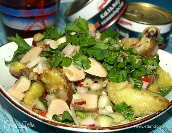 Теплый салат с картофелем и кальмарами