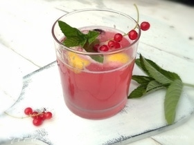 Лимонад из красной смородины