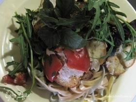 Итальянская цветная паста с омлетом и зеленью