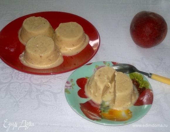 Сливочное мороженое с персиками
