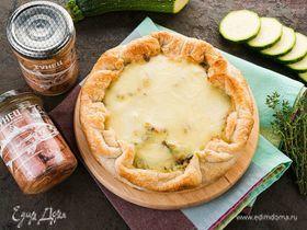 Открытый пирог с тунцом и кабачками