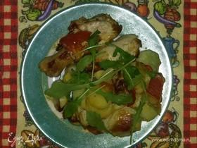 Куриные голени с овощами на подложке из картофеля