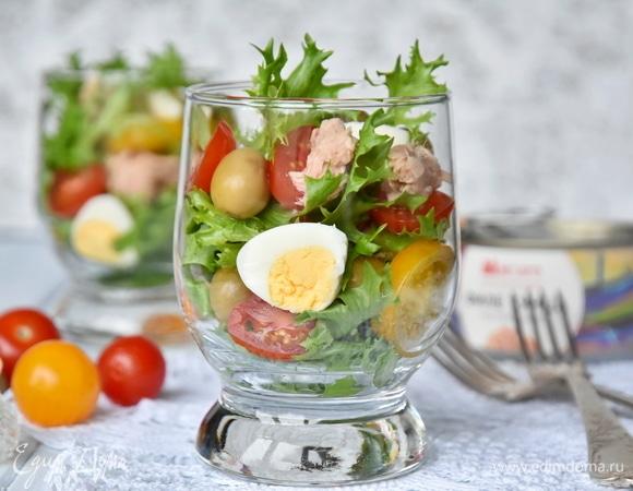 Порционный салат с консервированным тунцом