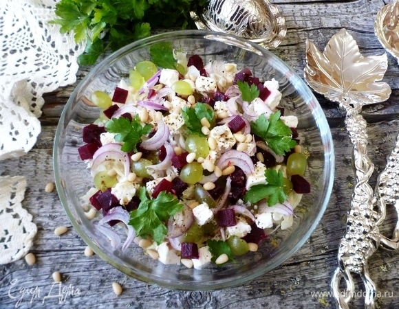 Салат со свеклой, брынзой и виноградом