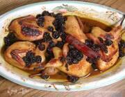 Перепелки под соусом из вяленой вишни, меда и корицы