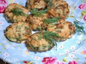Рыбные биточки с картофелем, чили и лаймом