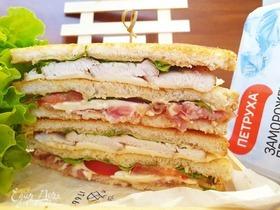 Клубный сэндвич с курицей и беконом