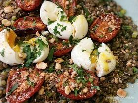 Чечевица с помидорами, яйцами и приправой дукка