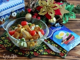 Салат с куриными наггетсами и овощами