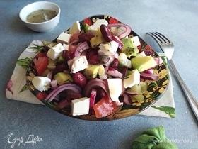 Салат с фасолью, авокадо и сыром фета
