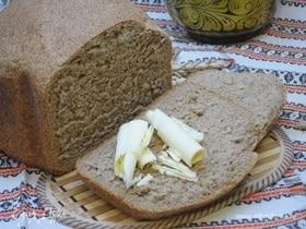 Пшенично-ржаной хлеб на красном вине