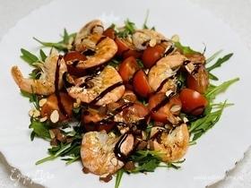 Салат с креветками и бальзамическим кремом