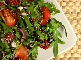 Салат из помидоров и руколы