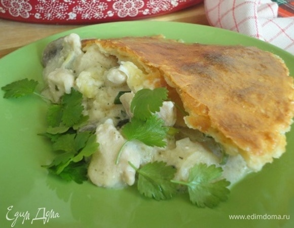 Пирог с цыпленком, грибами и чеддером