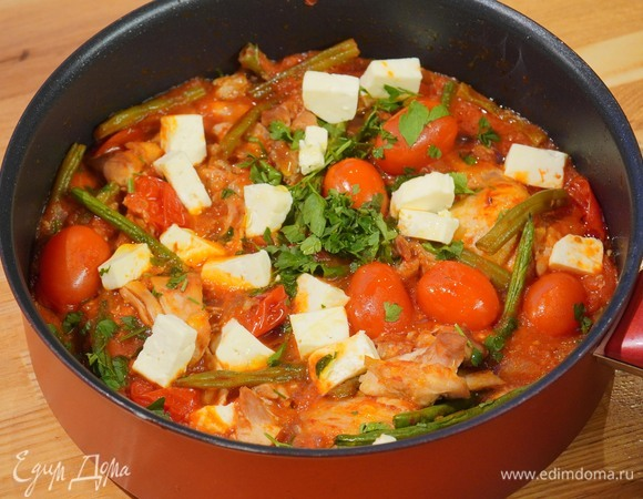Куриное филе с помидорами и фасолью