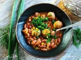 Фрикадельки с фасолью и кукурузой