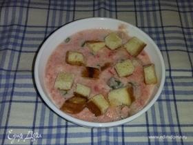 Томатный суп с кефиром и гренками
