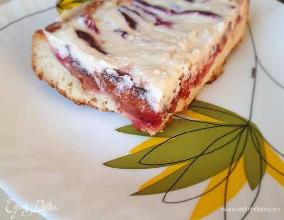 Сливовый пирог с розовым перцем и маскарпоне