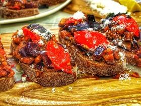 Брускетта с томатами и баклажанами