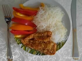 Куриное филе в миндальной панировке со стеклянной лапшой