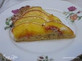 Пирог с персиками и миндальным кремом