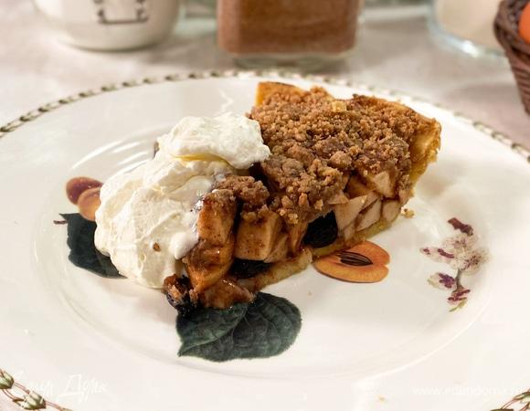Скандинавский пирог с яблоками, изюмом и грецкими орехами