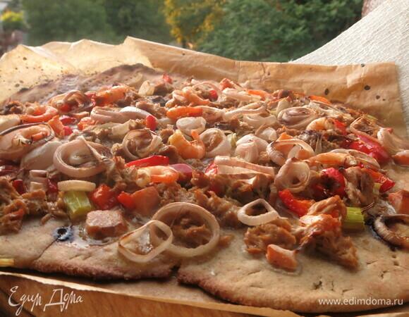 Пицца с рыбой и креветками