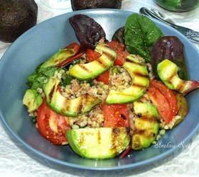 Салат с булгуром и жареным авокадо
