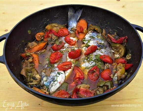 Рыба по-восточному на овощной подушке